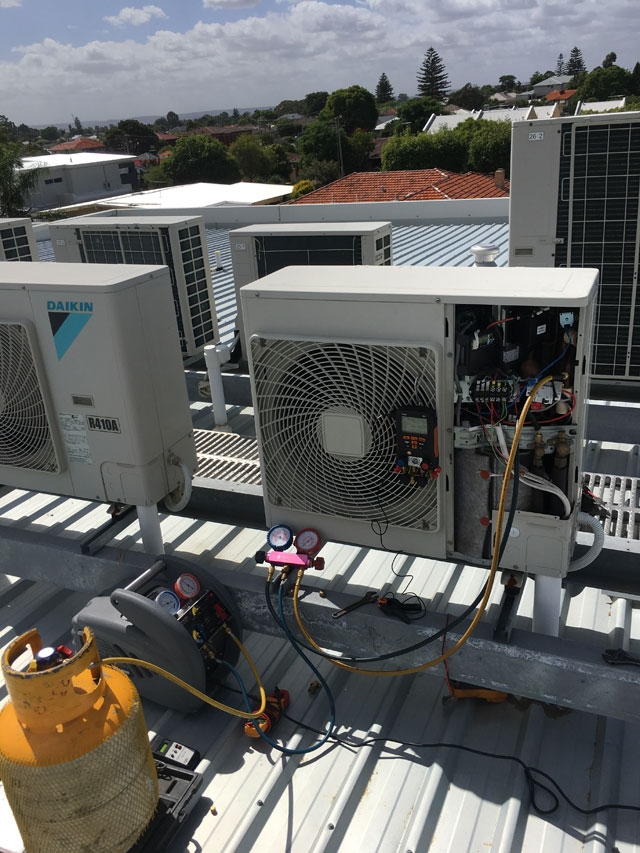 servicing-rooftop-commercial-air-conditioner